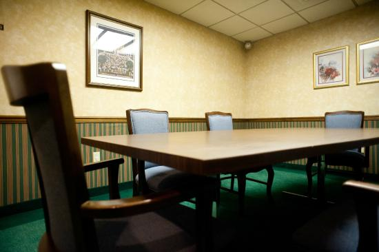 East Norwich, NY: MEETING ROOM