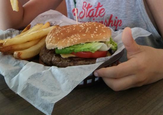 Coopertown Restaurant: Awesone Hamburger