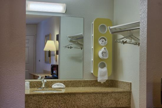 Motel 6 Seattle South: Bathroom