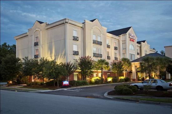 Fairfield Inn & Suites Charleston North/Ashley Phosphate: Exterior Night