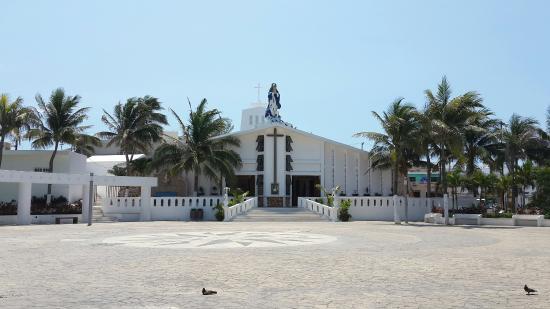 Iglesia de Concepcion Immaculada: Iglesia en Islas Mujeres, pequeña y encantadora!
