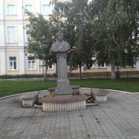 ‪Statue of Pushkin‬