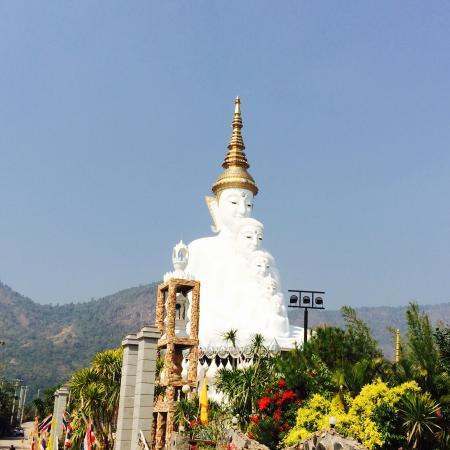 Wat Prathat Phasornkaew: พระเจ้า 5 พระองค์