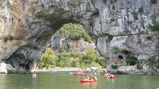 Gorges de l'Ardèche: der Pont d Arc