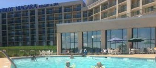 Outdoor pool picture of radisson hotel niagara falls for Pool spa show niagara falls