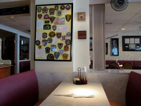 Avenue Restaurant ambiance.