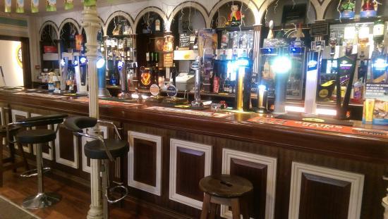 Llantrisant, UK: large bar