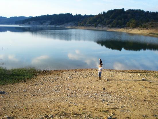 Lefkogia, Yunani: Τεχνητή λίμνη Λευκογείων