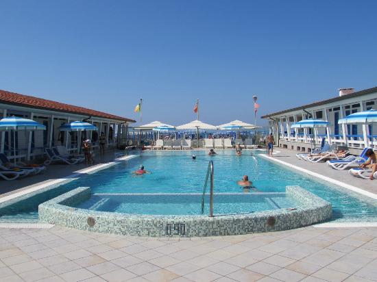 Hotel residence esplanade viareggio italy tuscany reviews photos price comparison - Bagno maurizio viareggio ...