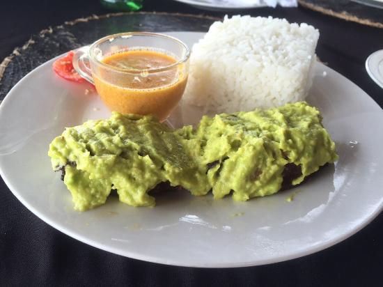 Loca Restaurant Nungwi Zanzibar: Smoked tuna on tea with guacamole DELICIOUS