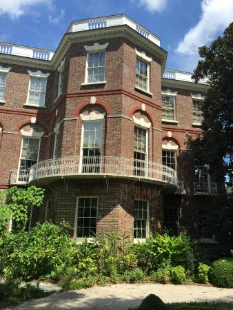 Charleston Footprints Walking Tours: Beautiful Charleston architecture