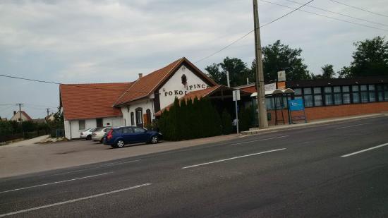 Szabadbattyan, Ungarn: Pokol Pince étterem