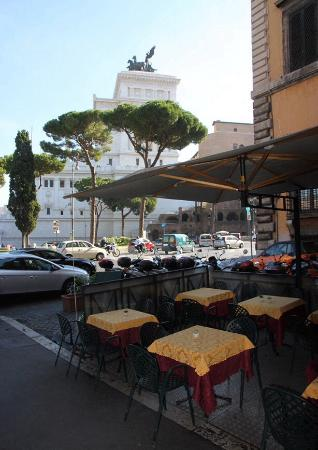 Gran caffe 39 roma rom piazza venezia altstadt for Restaurants for big groups