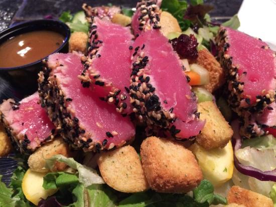 Off the Traxx: Small House Salad with Ahi Tuna