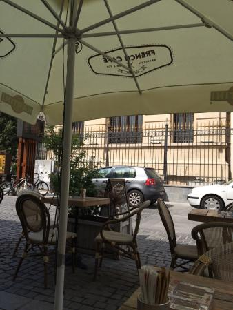 French Bakery: I tavolini all'esterno