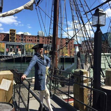 Boston Tea Party Ships & Museum: entertaining tour guide