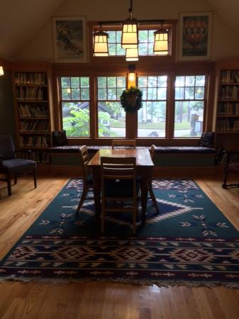 Lewis House: Livingroom area
