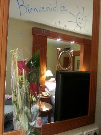 Exe Sevilla Macarena: Rosas de bienvenida a Sevilla