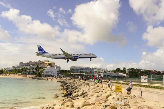 Guana Bay Beach Villas: Princess Juliana International Airport in Sint Maarten