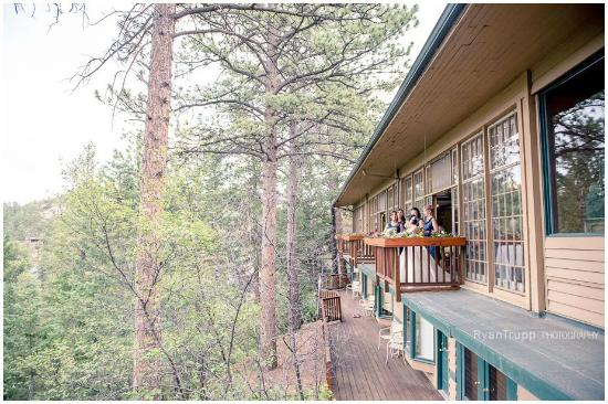 The View Restaurant at the Historic Crags Lodge: The outside of our resteraunt/event space, nestled into the mountain side.