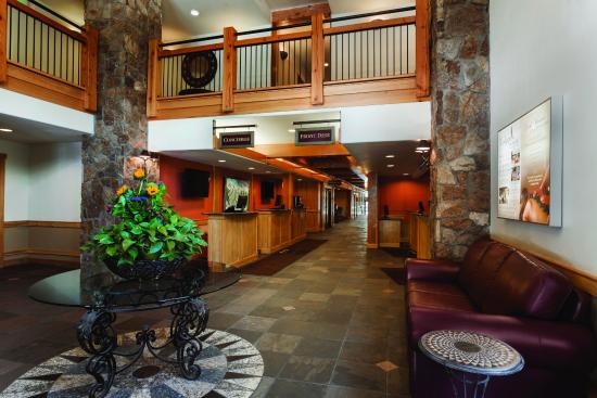 Grand Timber Lodge: Lobby