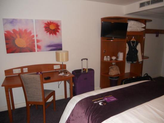Affordable Premier Inn London Croydon Town Centre Hotel Zimmer Bett Regal  With Bett Mit Regal