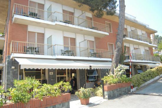 Hotel Ambassador: facciata