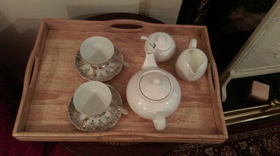 Holland House B & B: Tea on arrival