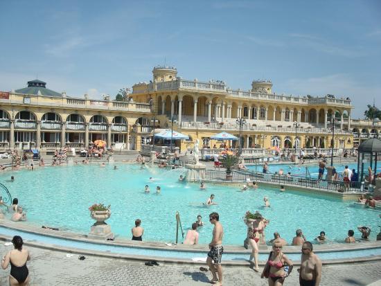 Ba os sch zenyi picture of szechenyi baths and pool budapest tripadvisor - Banos budapest ...
