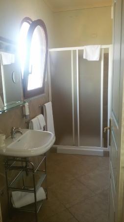 Hotel Lu Pitrali: il bagno della stanza
