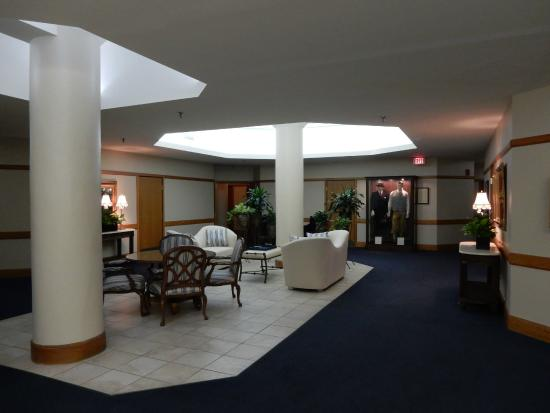 Haywood Park Hotel: Second Floor Lobby