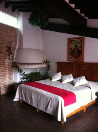 Hotel Mi Casita: King bed in main room of El Studio