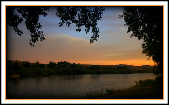 Red Butte Ranch: A sunrise view of N Platte river
