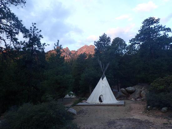 Hualapai Mountain Park: Sunrise over a teepee