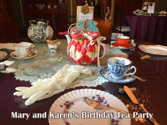 600 Main, A Bed & Breakfast and Victorian Tea Room : Lovely table settings