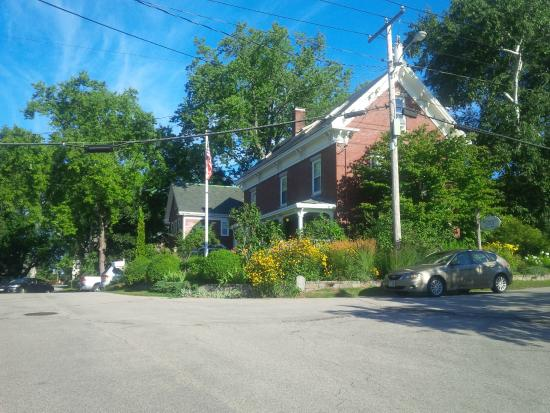 Portsmouth Harbor Inn and Spa: Inn from across the street