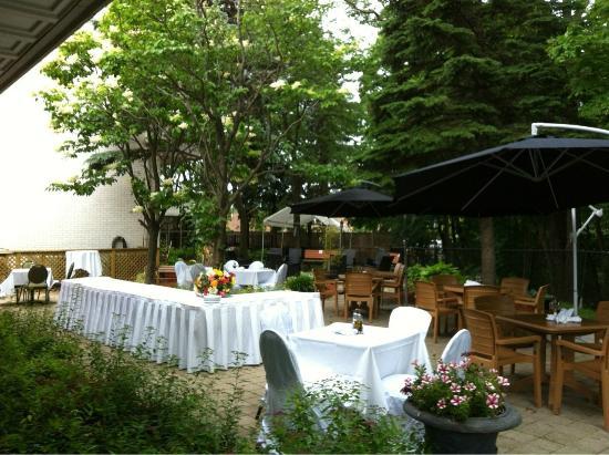 Hampton's Restaurant: Outdoor patio