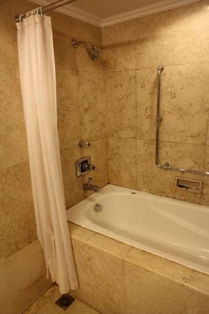 Mitra Hotel Bandung Bath Tub In Old Building Room