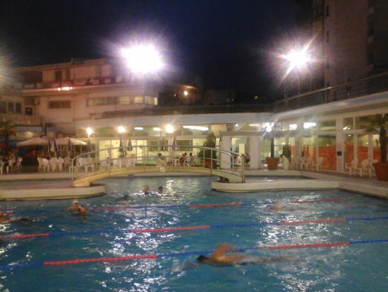 Aperte fino alle foto di piscine termali columbus - Piscine columbus abano ...