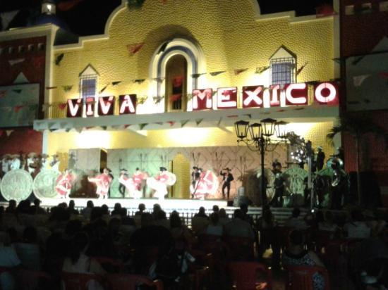 Grand Bahia Principe Coba: La Hacienda: espectáculo nocturno (+discoteca+casino+tiendas)