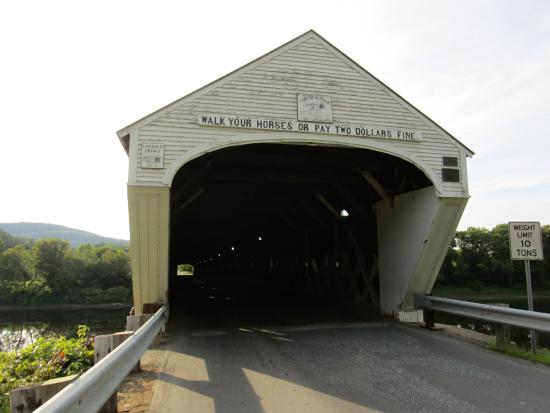 Cornish-Windsor Covered Bridge: Eastern entrance