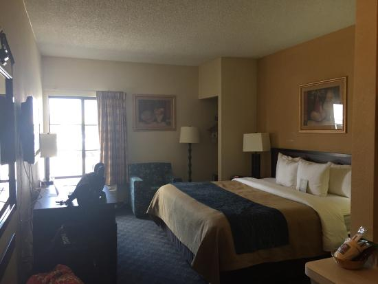 Quality Inn & Suites DFW Airport South: Room 153