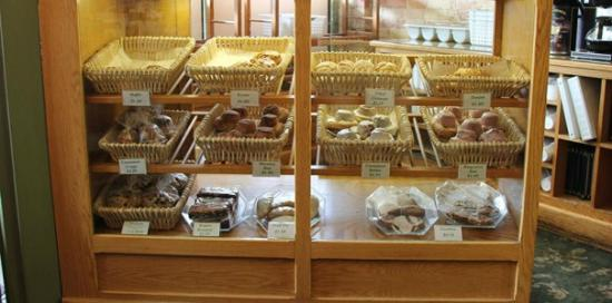 Inn at Cedar Crossing: Bakery Case