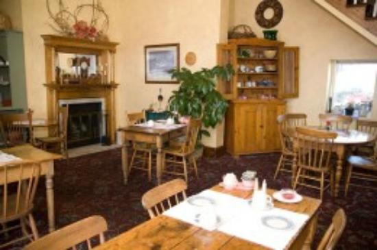 Inn at Cedar Crossing: Breakfast Dining Room