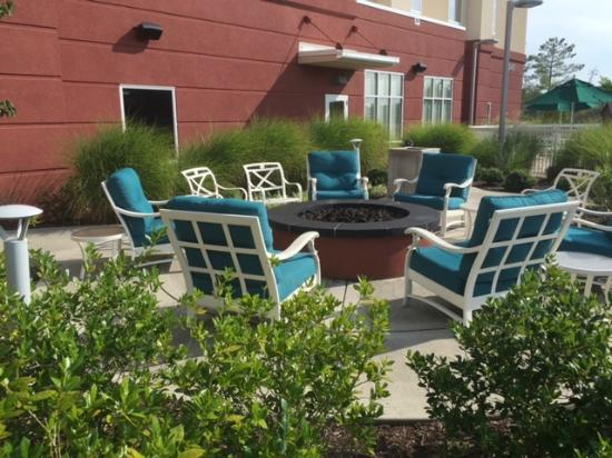 Hampton Inn & Suites Knoxville - Turkey Creek / Farragut: Outdoor Fire Pit outside the Hampton Inn in the popular Turkey Creek section of Knoxville.