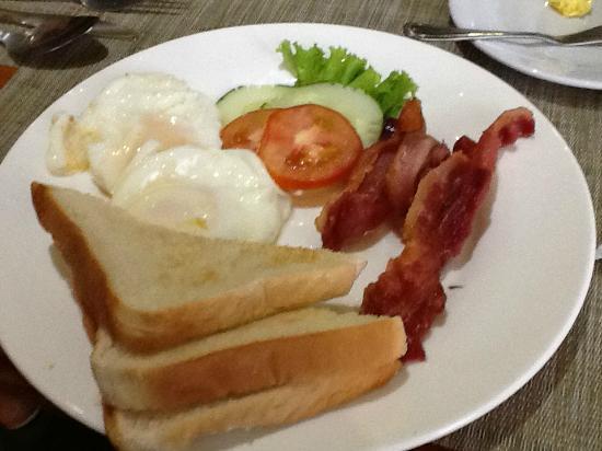 เฮรอลด์ สวีทส์ โฮเต็ล: 朝食 十分です
