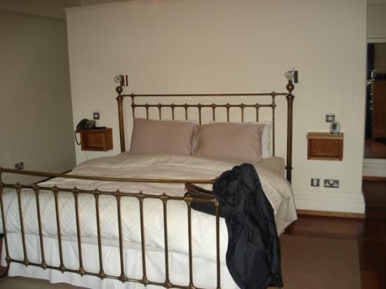 Heathrow Cottages: Cozy bedroom