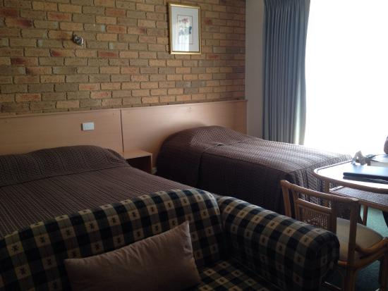 Moama, Australia: Just arrived to a lovely clean room. Bread & cereal supplied for breakfast. Friendly staff advis