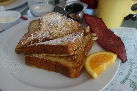 Carroll Villa Hotel: French Toast at the Mad Batter
