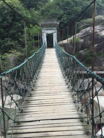 Jixi County, China: Hängebrücke